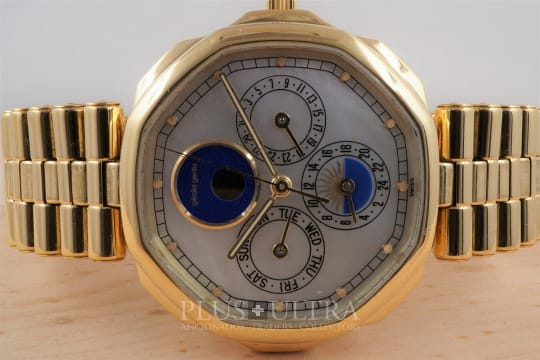 Gerald Genta MaxiTime, Mother of Pearl- and Lapis-Dial