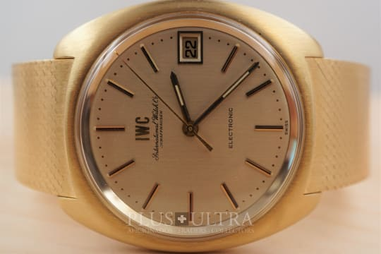 IWC Electronic with Integrated Bracelet, Tuning Fork cal150 in Solid Gold