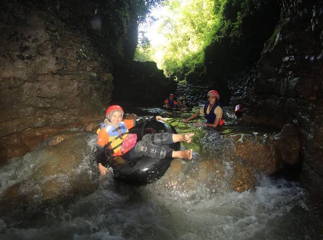 Wisata Tubing Gua Kalisuci