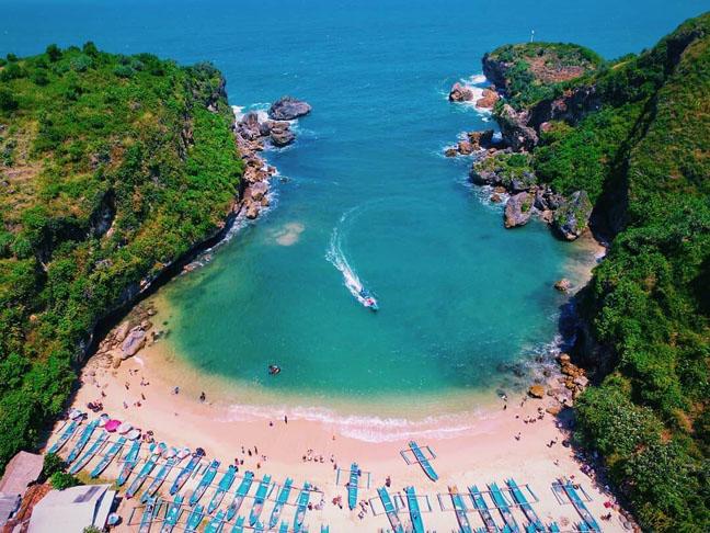 Wisata Pantai Ngrenehan Jogja