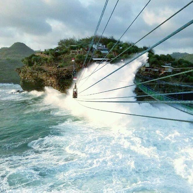 jembatan pantai timang