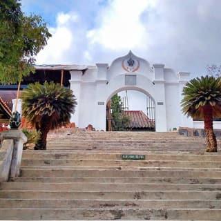 Makam Girigondo