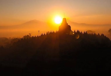 Keanehan Candi Borobudur