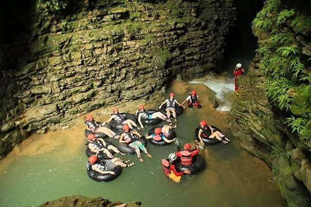 Body Rafting at Kalisuci Cave