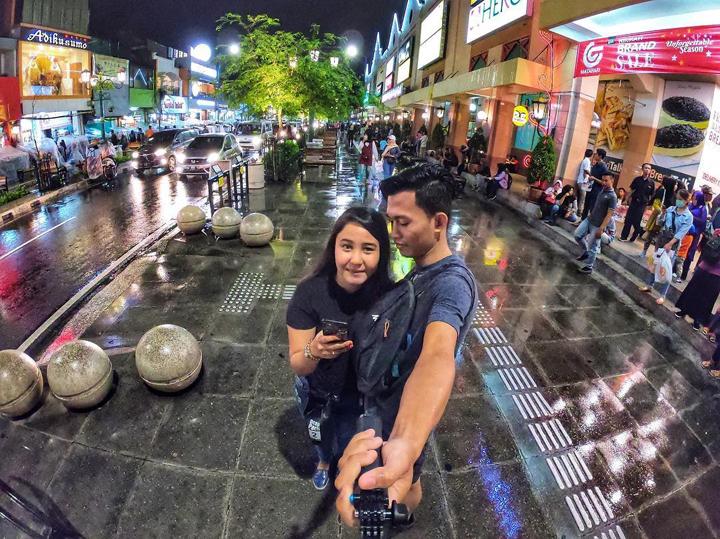 Very romantic couples in yogyakarta