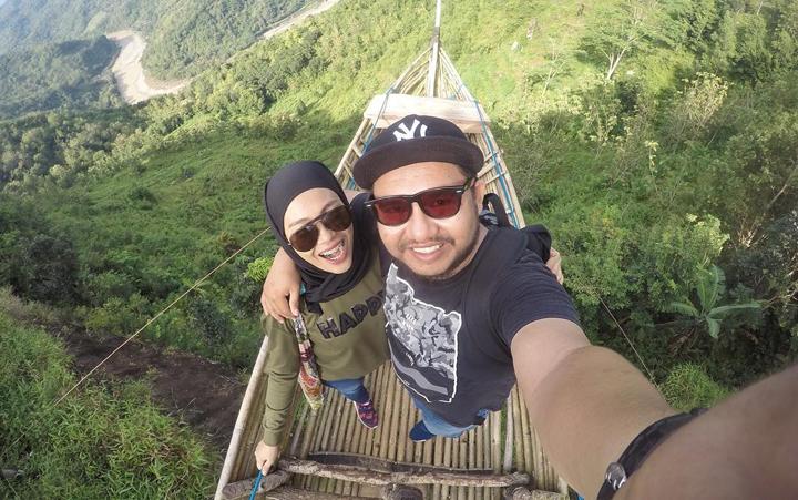 Couple taken welfie at Bukit Mojo Yogyakarta.