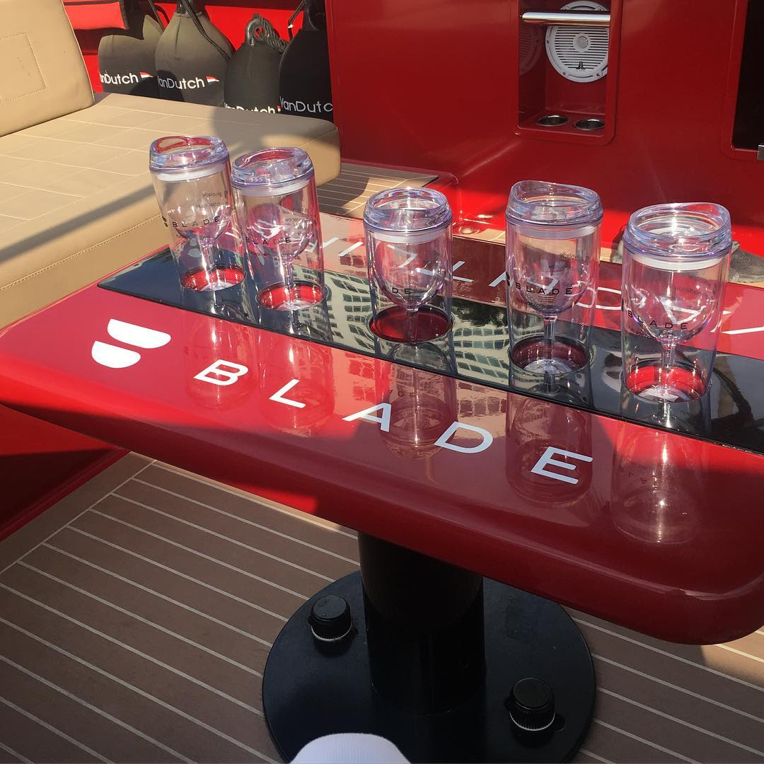 Blade boat cups