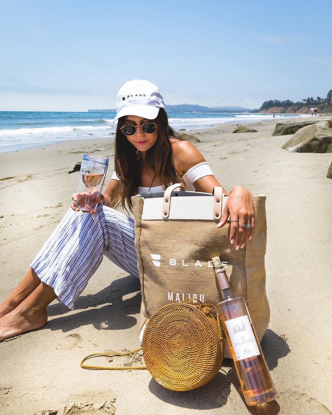 Blade wine bag on beach