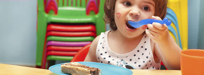 Toddler-eating--with-mum-encouraging