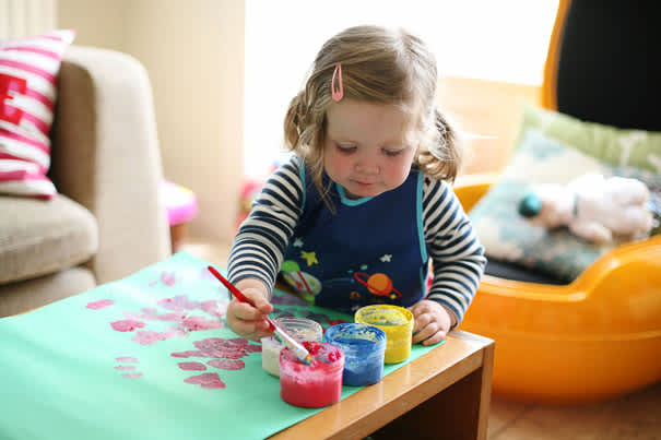 Toddler-finger-painting