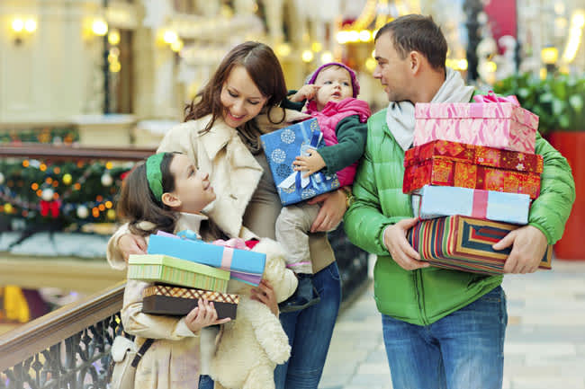 Baby-on-shopping-trip-with-parent
