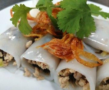Bánh cuốn nóng - Steamed rice rolls
