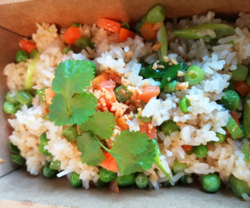 Vegetables fried rice, topped with crispy garlic