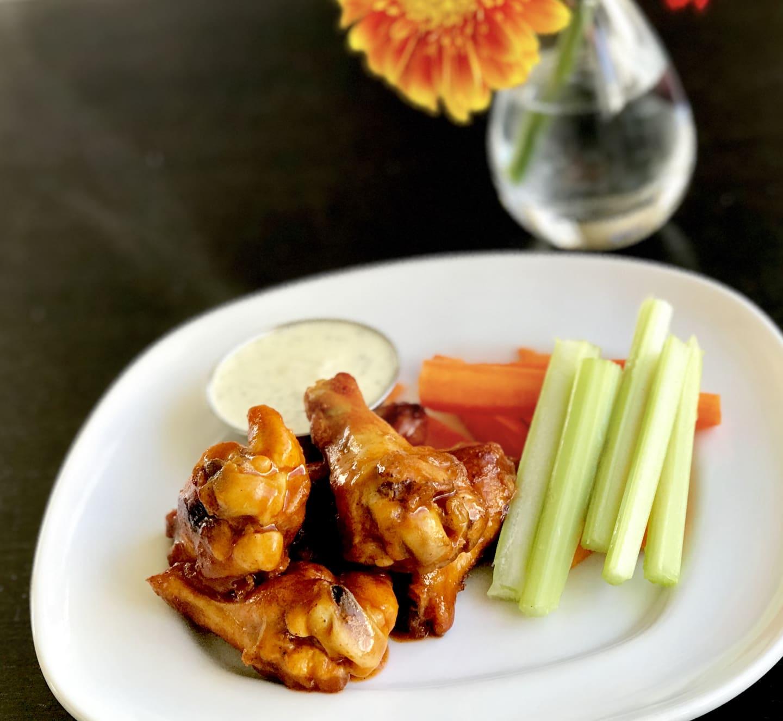 ChickenHotWings w/ BabyCarrots, Celery & Ranch