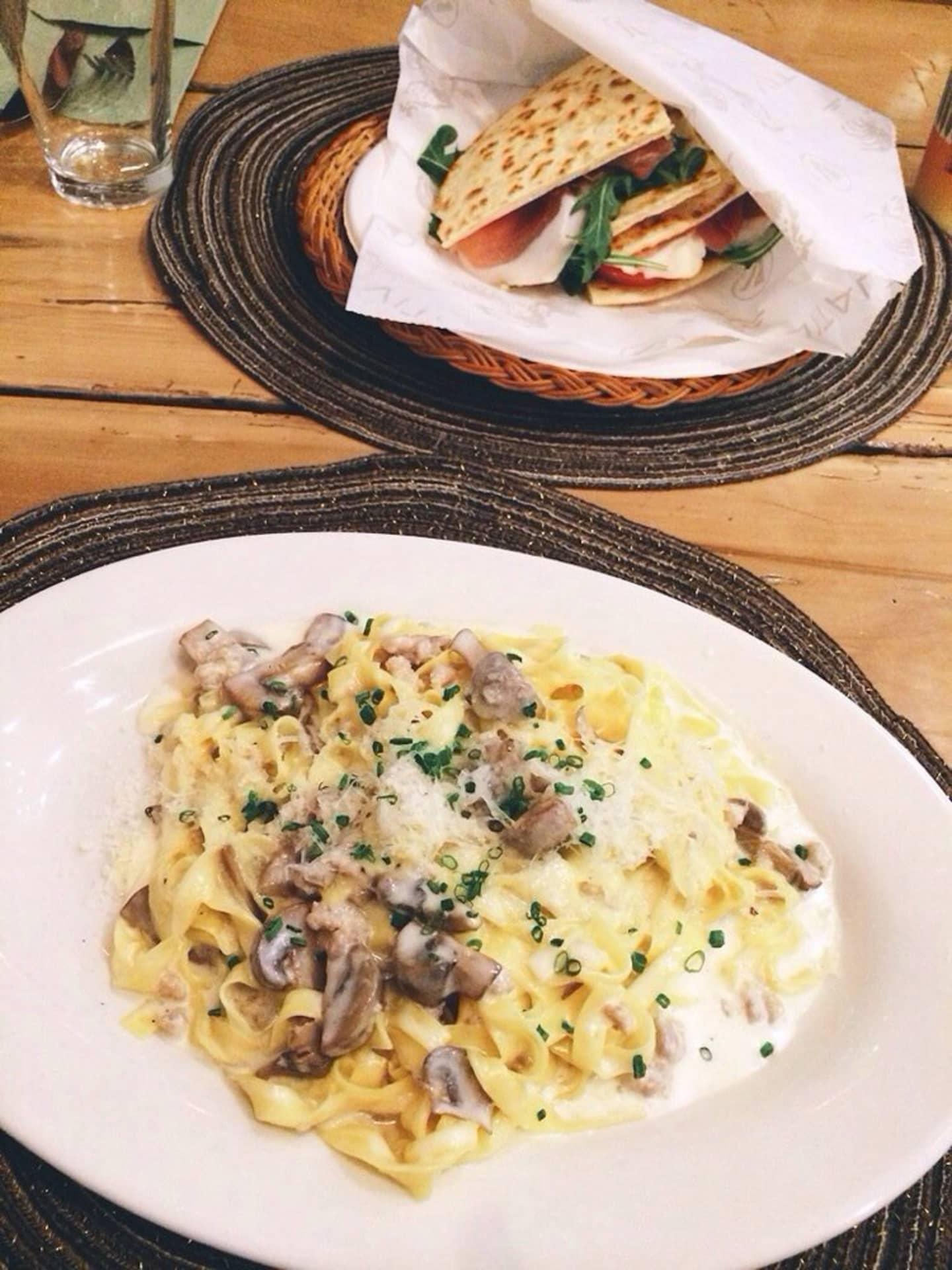 Sausage Mushrooms and cream