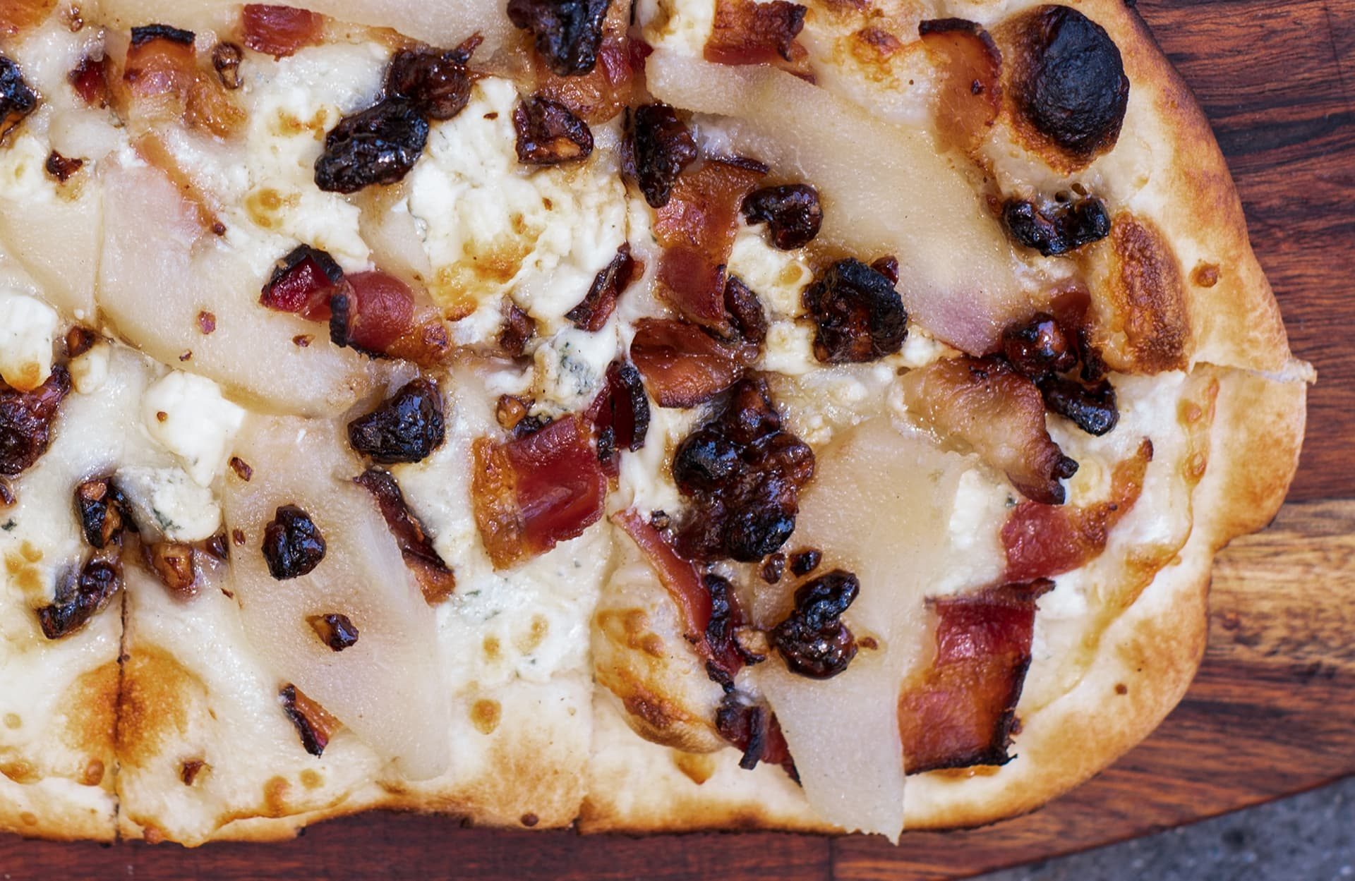 PEAR GORGONZOLA AND BACON FLATBREAD