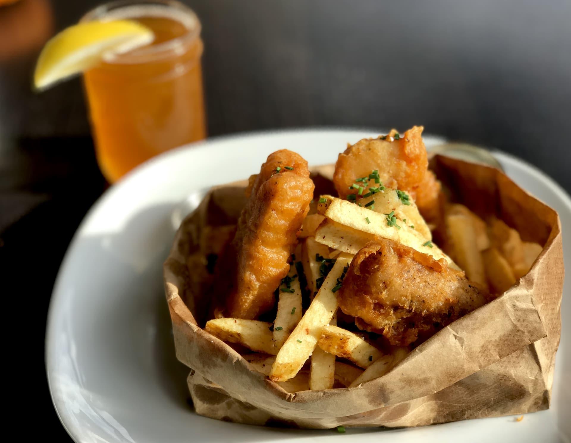 Crispy Fresh Fish n' Chips w/ Creole Tartar Sauce