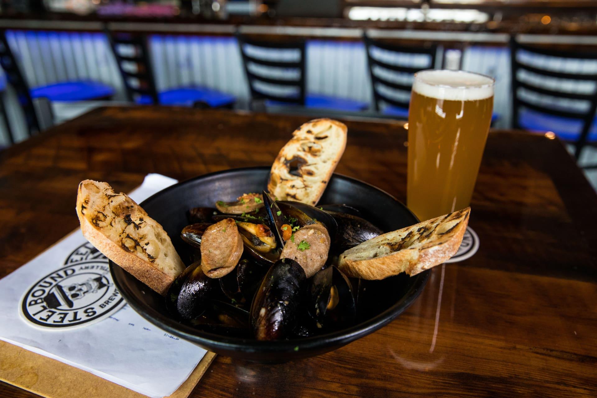 EVL Steamed Mussels