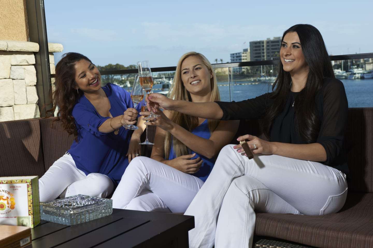 the havana with women and cheers