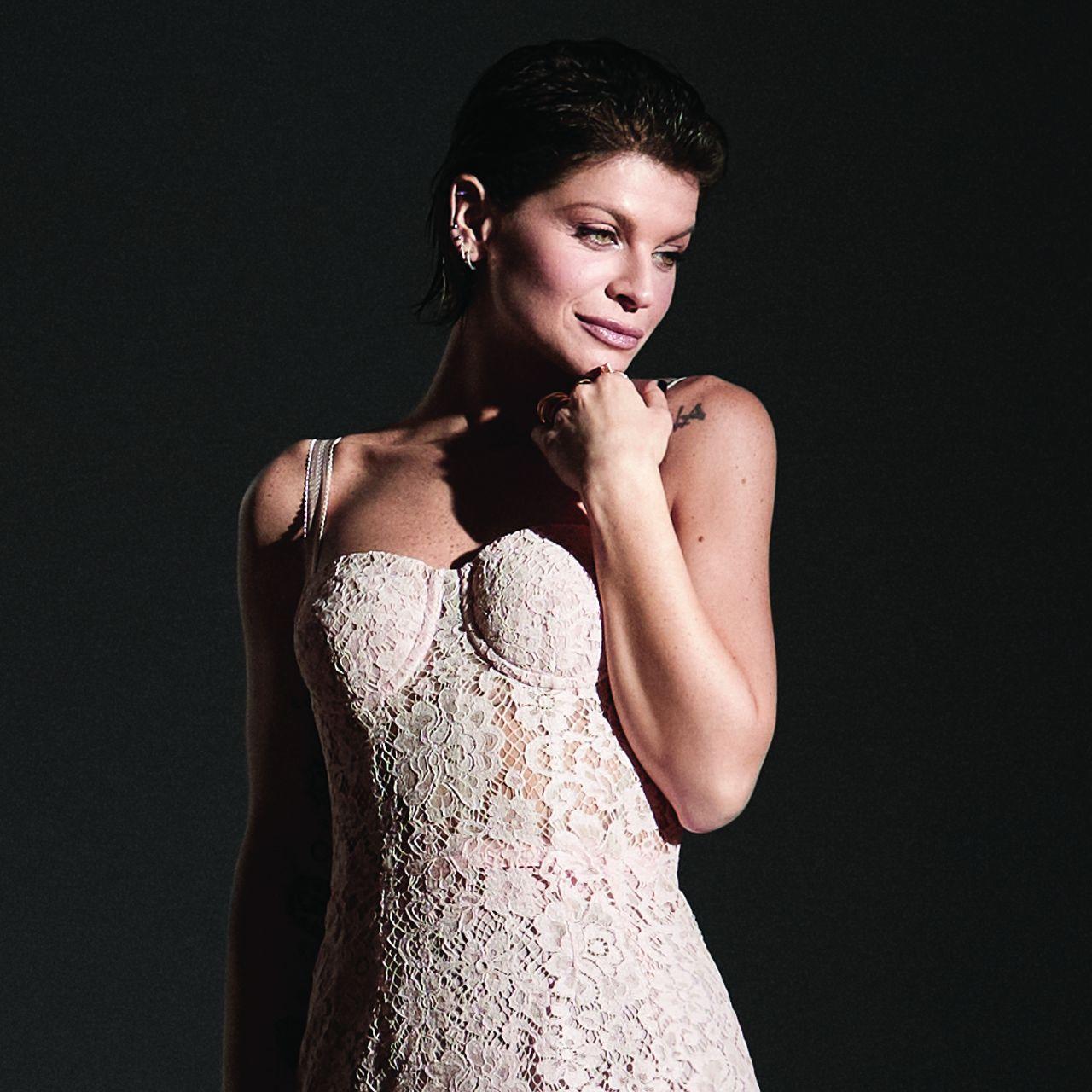 """ALESSANDRA AMOROSO torna con due nuovi brani: """"PIUMA"""", disponibile da ora e """"SORRISO GRANDE"""""""