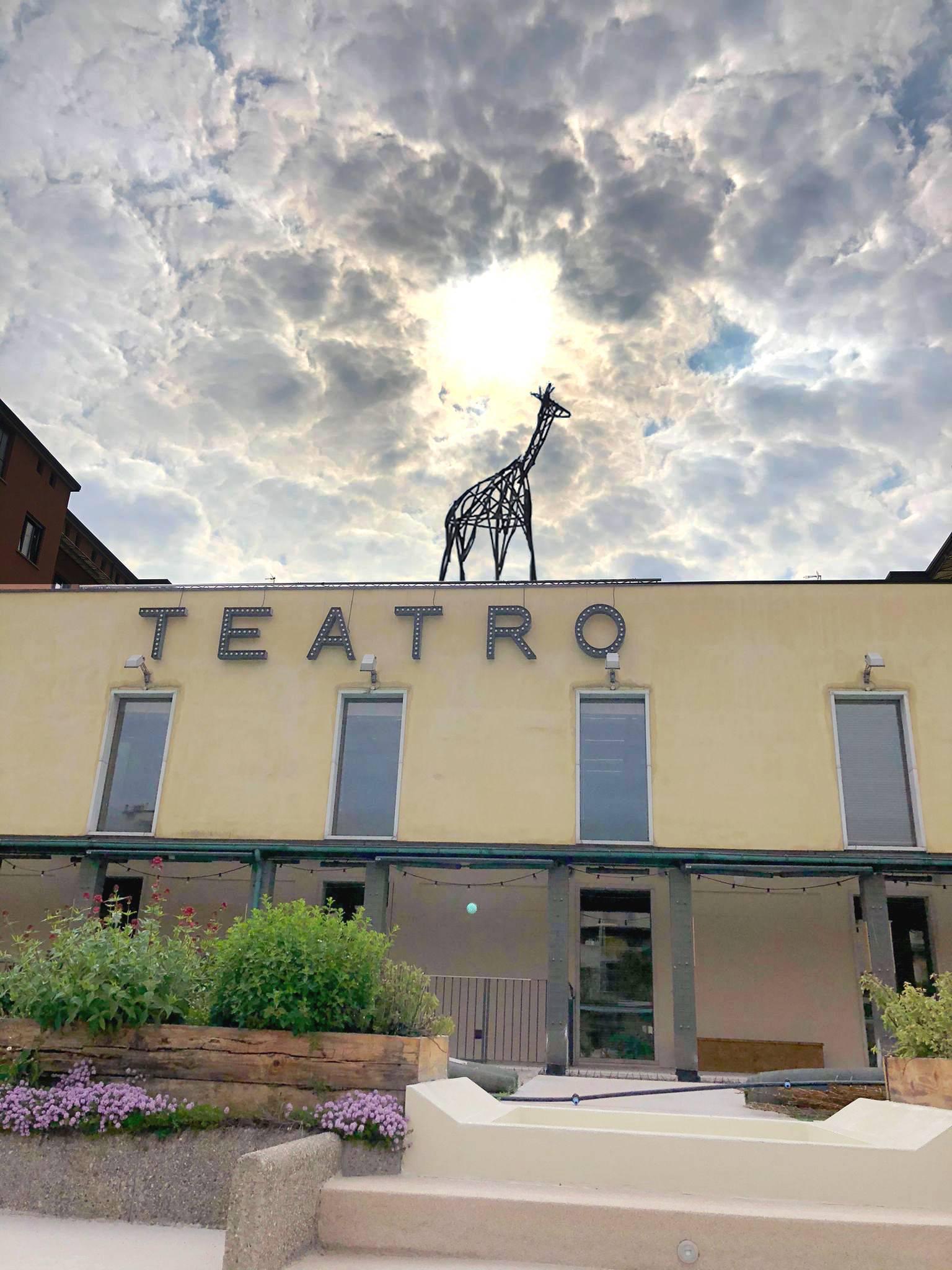 Il Teatro Franco Parenti riapre...con una Giraffa sul tetto