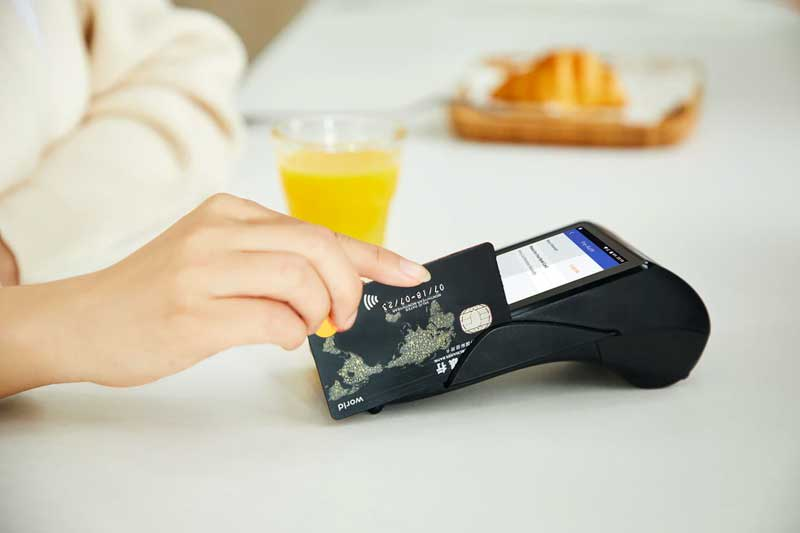 Cartões de crédito dispensam a compra de dólar para em seguida usá-lo para consumo.