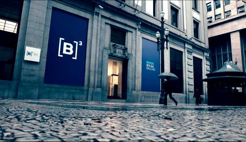 Como Investir na Bolsa para Iniciantes: fachada da B3 - a Bolsa de Valores Brasileira, localizada no centro de São Paulo