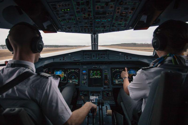 O gráfico presente no chart trading te permite visualizar todas as informações necessárias para suas operações, assim como um piloto em um voo.
