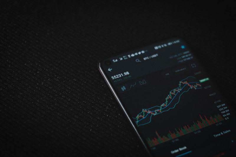 Com as linhas de tendência, o usuário se torna capaz de analisar as tendências de movimento do mercado.