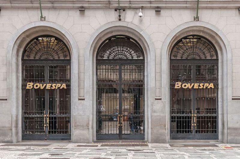 O que é BM&F - Fachada da Bovespa, em São Paulo,  antes de sua última fusão