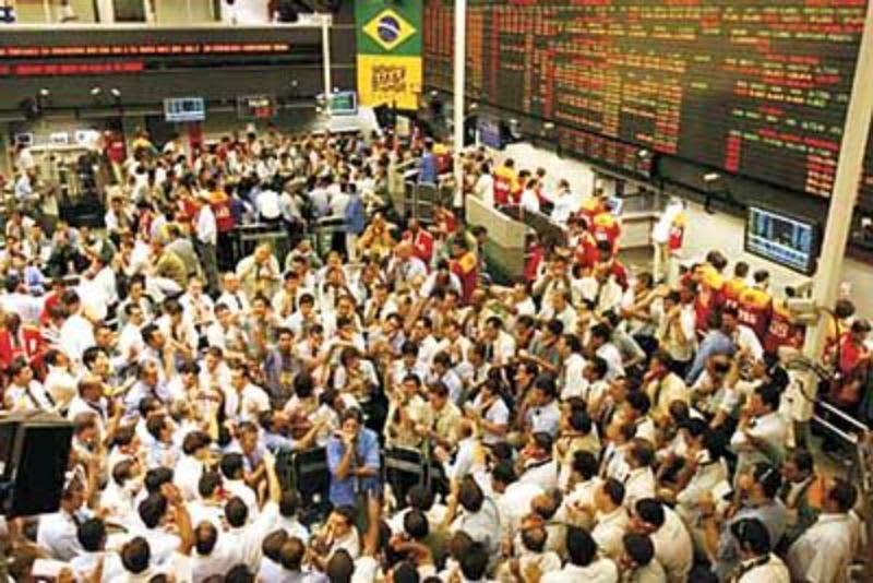 O que é BM&F - Pregão antigo na Bolsa de Valores, com centenas de compradores e vendedores negociando simultaneamente