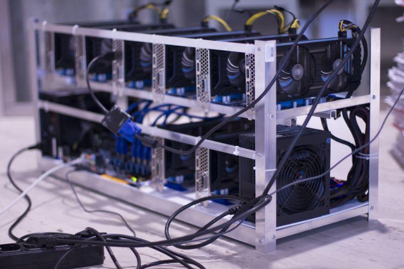 A mineração de criptomoedas é essencial para o funcionamento dessas moedas digitais. Os mineradores, por sua vez, recebem quantias das moedas em troca desse trabalho