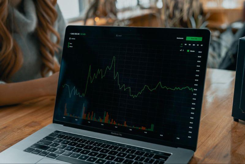 O market maker tem a obrigação de garantir a liquidez necessária para o mercado.