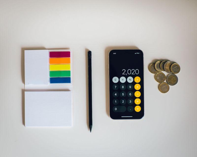 Prepare a calculadora, pois você deverá pagar algumas taxas às instituições envolvidas.