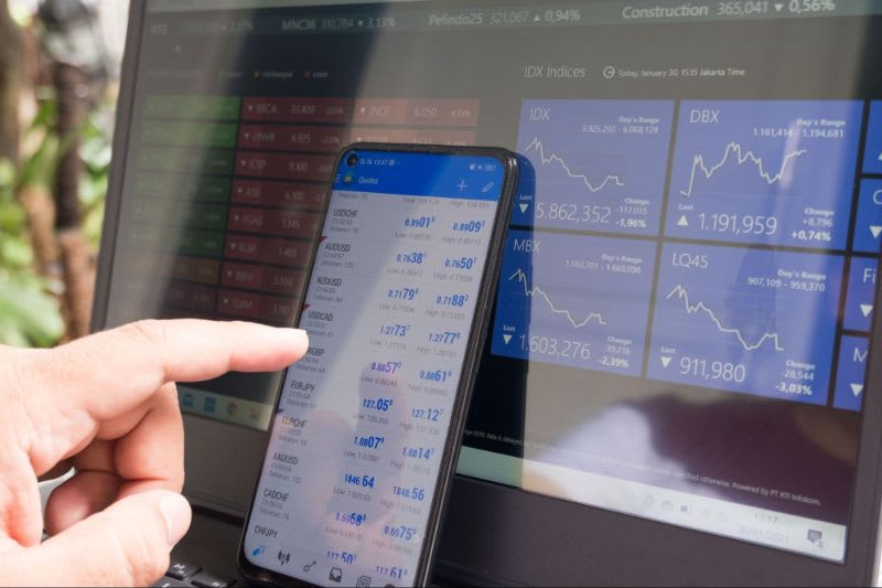 Para operar arbitragem, o investidor precisa estar atento a todo momento, pois as oportunidades podem durar segundos...