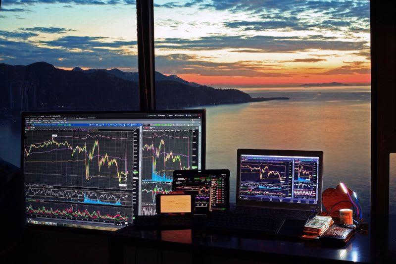 As opções de compra normalmente são as que movimentam os maiores volumes na bolsa de valores