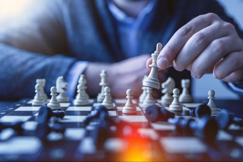 Assim como no xadrez, as opções requerem que você defina a melhor estratégia para o momento específico
