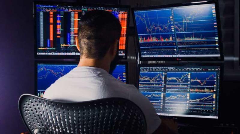 Um day trader busca lucrar em operações curtíssimas, que não ultrapasse a duração de um pregão.