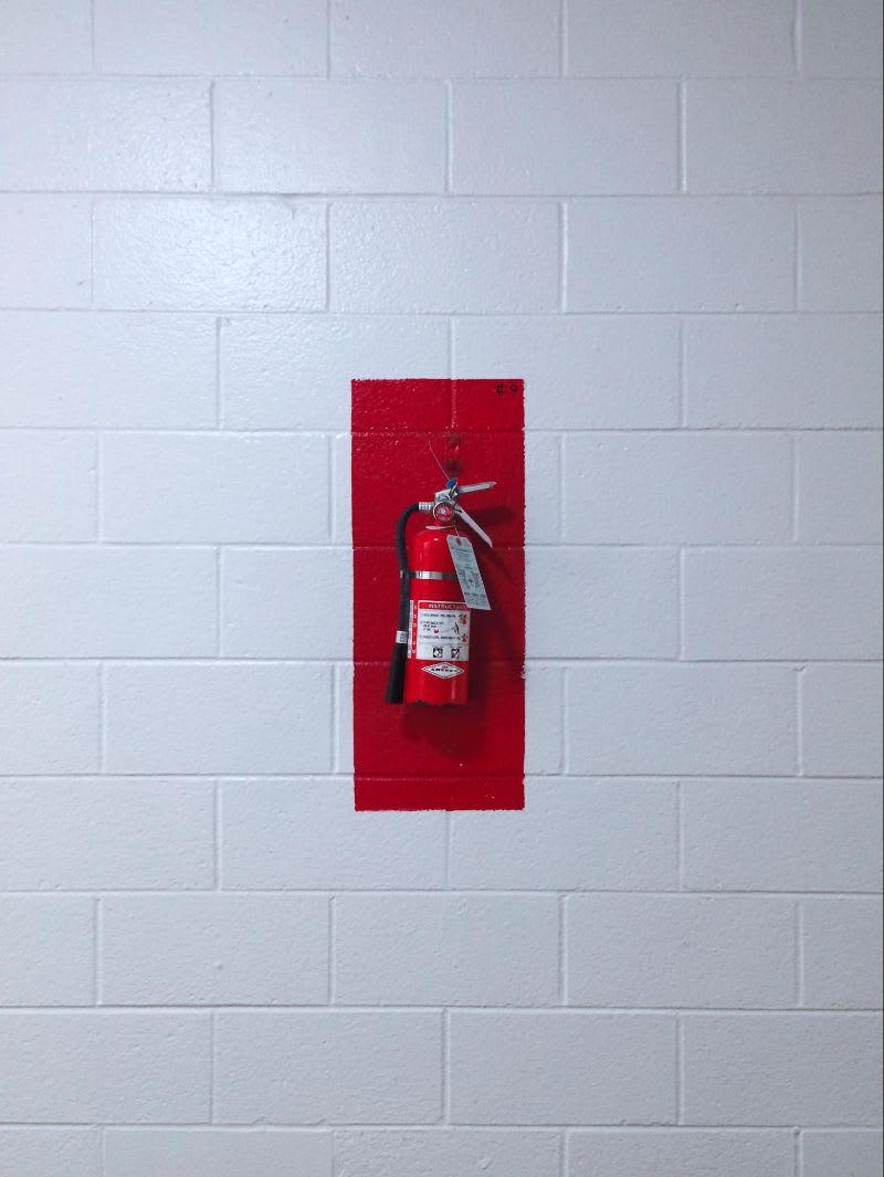 Assim como um extintor de incêndio, o leilão atua como um mecanismo de emergência