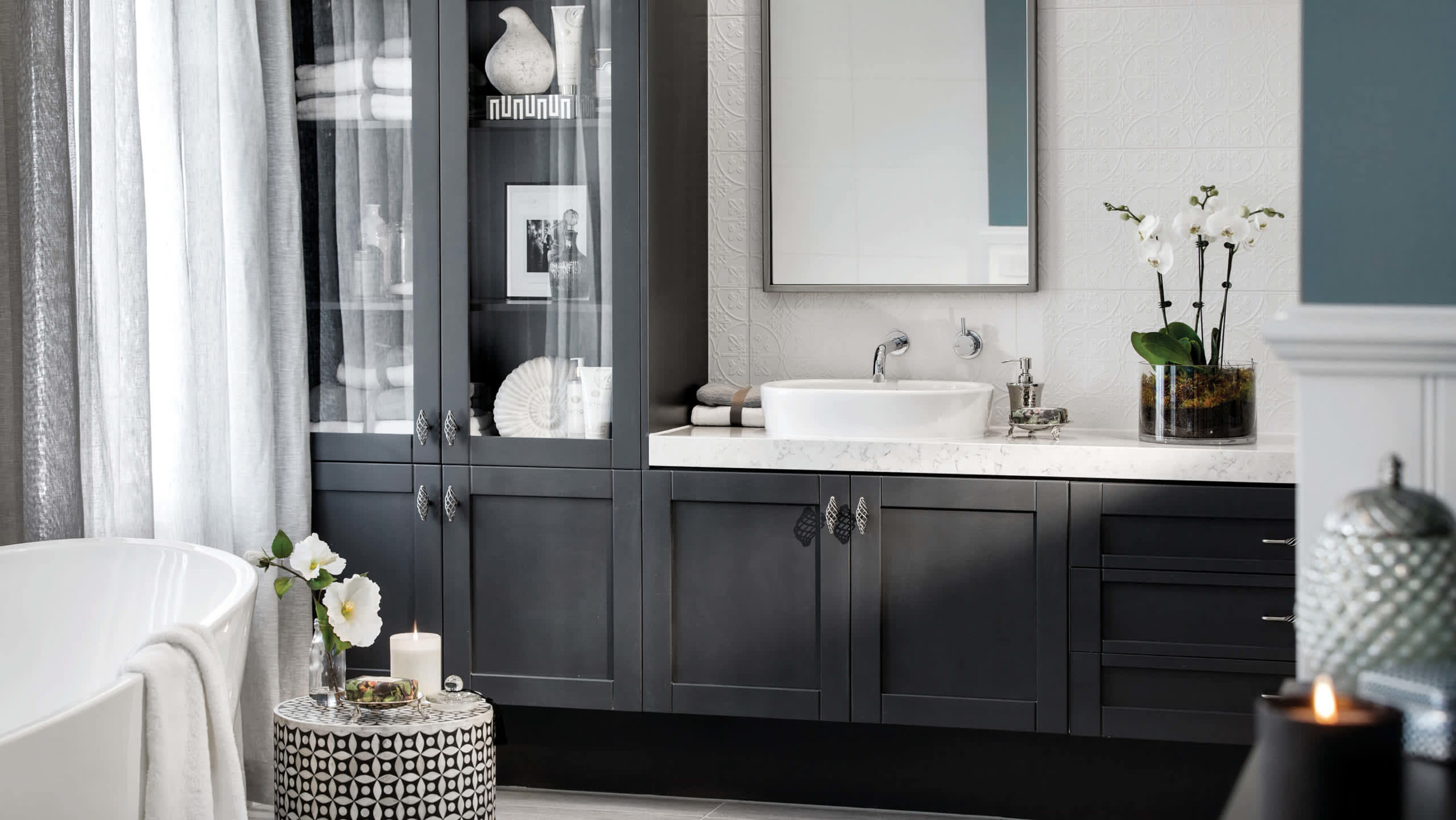 carousel image bathroom-astor_grange_54_upperpointcook_classic_hamptons-44