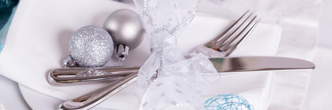 Glamorous Holiday Table Setting Tips & Tricks