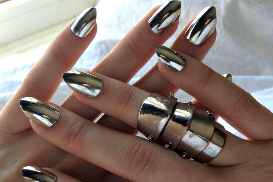 Tendencia: efecto espejo en tus uñas - idbelleza