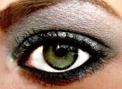 Ojos grises, intensos y ¡de alto impacto!
