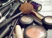 Descubren maquillaje con heces de rata y arsénico en Reino Unido