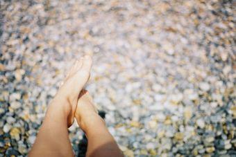 ¿Por qué se resecan los pies?