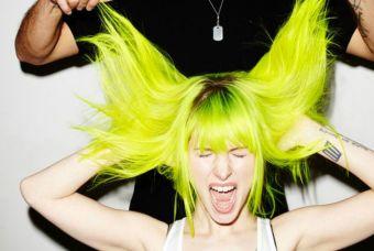 Vocalista de Paramore lanza su propia linea de tinturas veganas