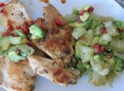 prepara una Pechuga de Pollo con Salsa Tropical