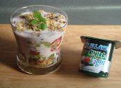 Prepara un Parfait de Yoghurt Griego Light con berries y granola