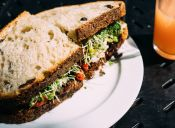 Hamburguesas Vegetarianas con ensalada de cous cous fría