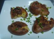 Prepara papas aplastadas con sal y vinagre